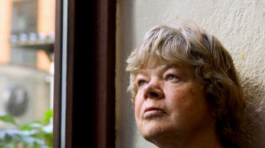Professor i retsvidenskab Eva Smith kritiserer i skarpe vendinger Rigspolitiets undersøgelse af den irakiske delegations afhøringer af afviste asylansøgere. 'Det er et stort held, at Flygtningenævnet var oppe på mærkerne. Ellers havde vi stået i en meget uheldig situation,' siger hun.
