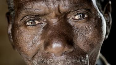 Den zambiske bonde Joshua Beene er en af dem, der dårligt kan vente på, at verdens ledere når til enighed om at bremse den globale opvarmning. Beene har med dagbogsoptegnelser de seneste 30 år dokumenteret, at tørkeperioderne er blevet længere og regnskyllene kraftigere.