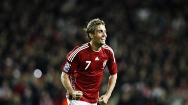 Jakob Poulsen jubler over sin scoring mod Sverige, der sikrede Danmark deltagelse ved VM-slutrunden i Sydafrika næste år.