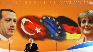 Begejstringen for EU er kølnet i Tyrkiet de sidste par år, blandt andet på grund af Irakkrigen og store EU-lande som Frankrig, Storbrittanien og Tysklands modstand mod tyrkisk medlemsskab.