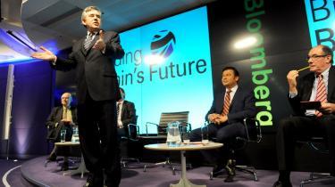 Premierminister Gordon Brown talte mandag ved et debatmøde i det centrale London om landets dårlige økonomiske situation. Han annoncerede at regeringen for at komme gennem krisen agter at sælge offentlige aktiver for 16 milliarder pund