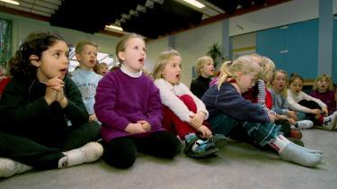 Sang er forsvundet som fag i skolen, men det er ikke mindst her, børnene lærer artikulering, vejrtrækning og udvikling af stemmen til et klart og tydeligt sprog, mener dagens kronikør.