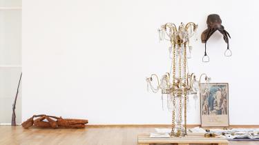 Man skal til Berlin for at opleve Danmarks mest spændende kunster lige nu, Danh Vo, der i sin udstilling leger med tanken om naturlighed.