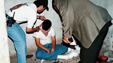 Siden 2006 er antallet af kidnapninger tæt på fordoblet i Mexico. Især teenagere fra velhavende familier er et yndet mål. Billedet viser Mexicos statspoliti, der er ved at befri den kun 15-årige Eduardo Antonio Murillo Sandoval efter tre dage i fangenskab hos sine kidnappere. Mange forbinder stigningen i kidnapninger med regeringens hårdere kurs mod narkokriminalitet.