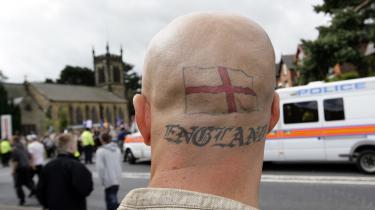 Økonomisk krise og indvandring har fået hvide arbejdere til at føle sig uretfærdigt behandlet, mener den britiske regering, der har afsat millioner af pund til et nylanceret program, der skal forhindre 'hvide enklaver' i et søge trøst i ekstremismen.