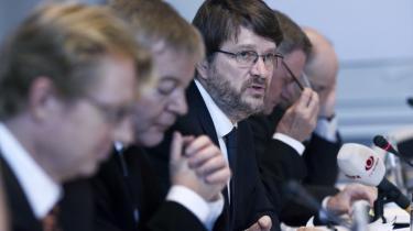 Med overvismand Peter Birch Sørensen i front præsenterede vismændene i går deres efterårsrapport. Det blev til en slagside mod regeringens krisepolitik.