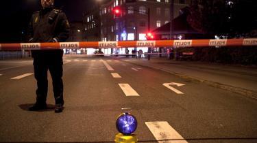 Politiafspærring på Strandvejen i Hellerup, hvor en person mandag den 19. oktober blev ramt af skud på en sushi-restaurant. Ifølge flere medier er der tale om en rocker fra Hells Angels.