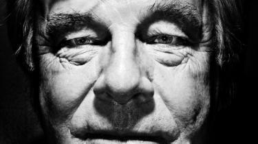Erindringer. Den svenske forfatter Jan Guillou har med sine hullede erindringer opnået medlemskab i en eksklusiv klub af forfattere, der de senere år har måttet se sig indhentet af fortidens fortrængninger og fortielser.