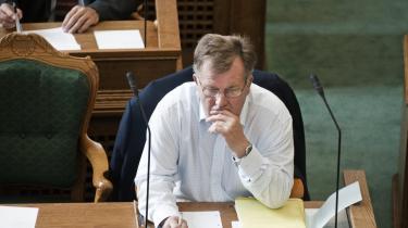 Finansminister Claus Hjort Frederiksen (V) står fast på, at forhandlingerne om globaliseringspuljen nu skal vedtages af regeringen og DF.