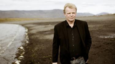 Den islandske forfatter Einar Már Gudmundsson er rejsende rapporteur fra det økonomiske eksperiment Island:  'Krisen er jo ikke bare en økonomisk krise. Den er også en krise inden for sproget, inden for hele livsopfattelsen', siger han.