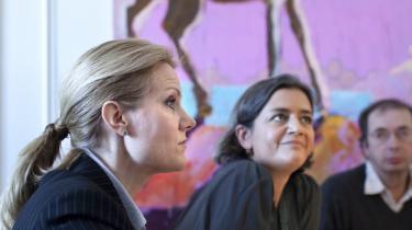 Socialdemokraternes formand Helle Thorning-Schmidt og formand for Det Radikale Venstre Margrethe Vestager (th.) informerede i går pressen om sammenbruddet i forhandlingerne med regeringen og DF om globaliseringspuljen.