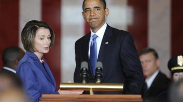 Ikke alle er tilfredse med prisskiltet på den nye sygesikring - hvis den vedtages. Men både præsident Obama og formanden for repræsentanternes Hus, Nancy Pelosi, er begejstrede.