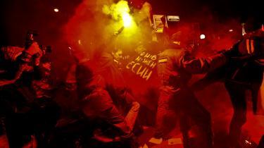 Poliet tog hårdhændede metoder i brug, da det lørdag opløste en demonstration imod politiske overgreb i dagens Rusland.
