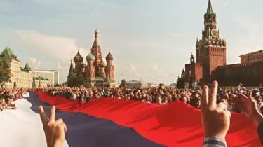 Sovjetunionen og dens ideologi inspirerede til frihedskamp i flere tredje verdenslande imod de gamle kolonimagter efter Anden Verdenskrig, og både Sovjet og Østblokken yder   aktiv støtte til flere befrielsesbevægelser blandt andet i Vietnam og Sydafrika.