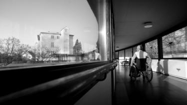Pårørende til kunstneren Alfred Lilliendahl klagede over omsorgssvigt. Så fik de forbud mod at besøge ham på plejehjemmet. Forrige fredag døde den 100 år gamle kunstner, og plejehjemmet har anmodet om en kommunal begravelse uden at spørge de pårørende