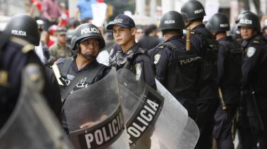 Situationen i Honduras er uholdbar, og danske politikere med udenrigsminister Per Stig Møller i spidsen må støtte de demokratiske kræfter, mener man i 3F.