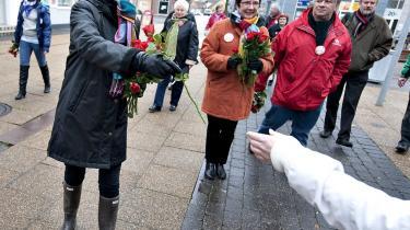 Både Socialdemokraternes formand, Helle Thorning-Schmidt, og statsminister Lars Løkke Rasmussen har været på gaden for deres kommunale partifæller.