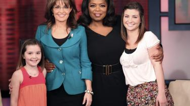 Det er 'Palin-uge' i USA, hvor den tidligere vicepræsidentkandidat (nr. to fra venstre) fylder godt i mediebilledet med udgivelsen af sin nye bog. Her ses hun med døtrene Piper (tv) og Willow under et besøg hos talkshowværten Oprah Winfrey.