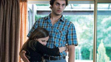 Rémi Bezançons nye film 'Første dag i resten af dit liv' følger en familie gennem 20 år, men skildrer i alt kun fem enkelte dage, hvor et af de fem familiemedlemmer - far, or og tre børn, hver er en slags hovedperson.