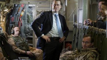 Tysk presse har kørt hetz mod forsvarsminister von und zu Guttenberg for hans tøjstil på vej til Afghanistan for at se til de tyske styrker.
