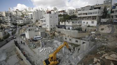 Israel fastholder at Jerusalem er uden for nummer, når det kommer til begrænsning af ny bosættelsesaktivitet  den internationale reaktion er entydig kritisk overfor Israel, og USA-analytiker forudser en ny runde af militant konfrontation