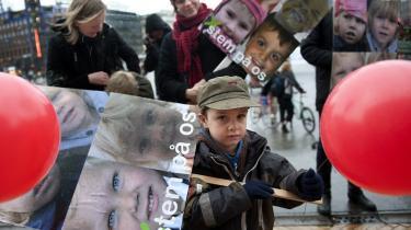 Kunne disse børn også blive ramt af lømmelpakken, da de københavnske børneinstitu-tioner protesterede på Rådhus-pladsen?