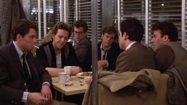 Barry Levinsons instruktørdebut, den semi-biografiske ensemblefilm 'Diner', er et uimodståeligt stykke americana