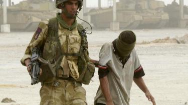 Britiske soldater er under anklage for at have mishandlet fanger med elektrisk stød, tæv, slag med køller, seksuel ydmygelse og i et enkelt   tilfælde voldtægt af en 16-årig irakisk dreng.