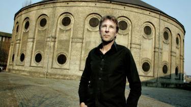 'Der er grænser for, hvor mange skumbananer jeg vil proppe mig selv og publikum med for at skabe fulde huse,' sagde Jon Stephensen i juli 2007, da han blev direktør for Østre Gasværk Teater og omdøbte det til Gasværket.