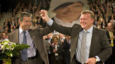 Skønt de store smil var fremme, da Venstre sagde farvel til Fogh som landsformand i weekenden, udlægger en række økonomer Lars Løkkes 2020-mål som et opgør med Fogh-regeringens økonomiske politik.
