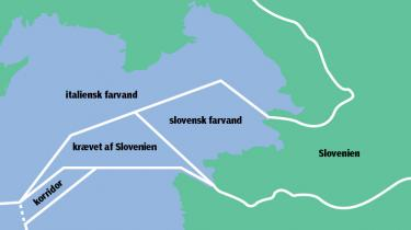 Slovenien bruger sin status som EU-medlem til at få grænsedragningen ændret, så landet kan få direkte adgang til internationalt farvand. I dag skal det lille land anmode om lov til at sejle gennem kroatisk farvand for at komme ud på åbent hav - selv om Slovenien har både kyst og havnebyer