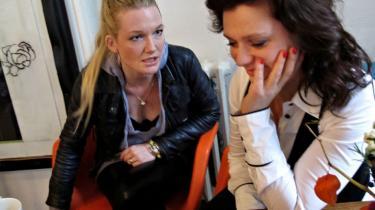 Mere sex. Selv om kvinderne i dag kan kræve masser af sex uden at blive opfattet som umoralske skøger, er det jo ikke sikkert, at kravet bliver opfyldt, og netop dette skisma ligger som en undertone i  Anne-Grethe Bjarup Riis og Trine Appels nye roman,   'Send mere sex'.