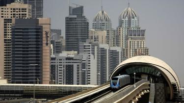 Der er blevet bygget højt og dyrt i Dubai, men nu har emiratet søgt henstand i et halvt år for sine afdrag på   den 300 milliarder kroner store gæld.