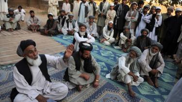 Den afghanske oprørsbevægelse arbejder målrettet på at etablere en skyggeregering i et forsøg på at overbevise afghanerne om, at Taleban er et alternativ til regeringen i Kabul. Især sharia-domstolene er en stadig større succes