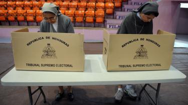 Med valget søndag af en ny præsident i Honduras er bl.a. USA's protester imod afsættelsen af præsident Zelaya ophørt. Men ikke alle anerkender valgets legitimitet.