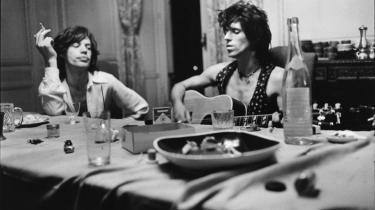 Victor Bockris begik for et par år siden en rygklappende biografi om Rolling Stones-guitaristen Keith Richards, som nu er blevet oversat til et kluntet og umusikalsk dansk