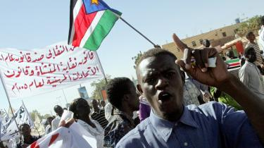 Flere af Sydsudans førende politikere blev i går arresteret under en demonstration for ordentlige forhold under Sudans kommende valg. Uenigheder om ram-merne for valget kan inden for de næste uger afspore valget og føre Nord- og Sydsudan væsentlig tættere på en væbnet konflikt