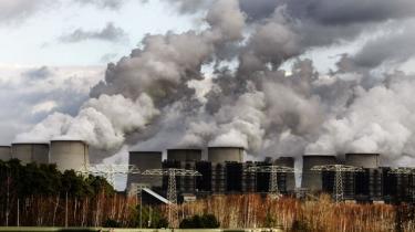 Ambitionerne for EU's klimapakke var store indtil finanskrisen, kulindustrien og Angela Merkel kom forbi. Endelig blev EU's – fortyndede – klimapakke klar