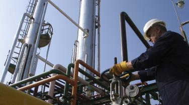 Den irakiske regering har planer om, at Irak skal være en lige så stor olieproducent som Saudi-Arabien.