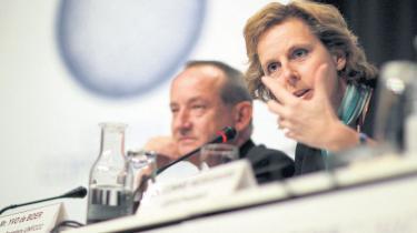 I dag begynder forhandlingerne med ministerdeltagelse i Bella Center, og det kan være  dårligt nyt for klima-ambitionerne. Da EU forberedte sit forslag til klimatopmødet,  besluttede de 27 landes ministre at udvande den fælles tekst på en række punkter  i strid med EU-Kommissionen og EU-Parlamentets ønsker