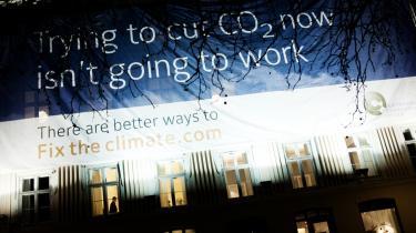 Regeringens eneste bidrag til klimatopmødet i det offentlige rum er denne flotte billboardkampagne fra Bjørn Lomborg.