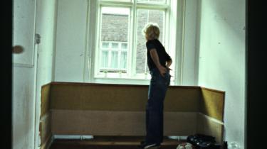 Amager. Kort efter at min bedste vens storebror blev dræbt, besluttede min mor sig for at flytte fra Kokkedal til København sammen med min stedfar. Her blev biblioteket i Amager Centret et fast punkt på den rute, jeg gik, når jeg havde brug for at være alene et par timer, inden vi alle sammen mødtes på legepladsen i Norges-gade for at spille fodbold, ryge hash eller slås og gå med piger.