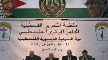Den palæstinensiske præsidents og parlaments regeringsperiode forlænges af selvstyreområdets politiske paraplyorganisation, PLO, indtil et valg kan gennemføres. Her leder præsident Mahmud Abbas et møde med det centrale PLO i tirsdags.
