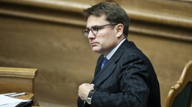 En samlet opposition mener ikke, at justitsminister Brian Mikkelsen (K) er til at stole på, og beskylder ham for »lemfældig omgang med sandheden«.