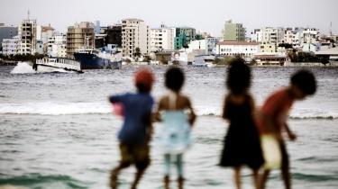 Maldivernes præsident Mohamed Nasheed har været i København og kæmpe for et mål, der var mere ambitiøst end, at temperaturstigningerne skal holdes under to grader. Landet risikerer at blive opslugt af havet.