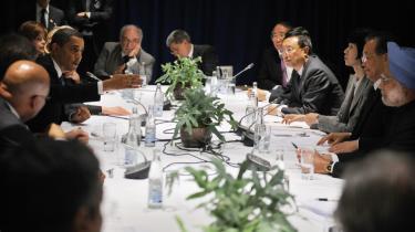 Ifølge de kinesiske medier er der stor tilfredshed med resultaterne fra klimatopmødet, og Kinas premierminister, Wen Jiabao, beskrives som en statsmand, der med 'en fleksibel attitude' fik ført klimaforhandlingerne frem 'ad rette spor'. Her ses premierministeren (nr. to fra højre) under forhandlinger med blandt andre den amerikanske præsident og den indiske premierminister.