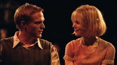 Det er svært at overvurdere Lars von Triers betydning for dansk film. Her er det Nicole Kidman og Paul Bettany i Lars von Triers film Dogville fra 2003, som Informations filmredaktion har kåret til det seneste årtis bedste danske film.