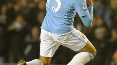 Javier Garrido jubler efter en frisparksscoring for sin klub, Manchester City, der sammen med Aston Villa og Tottenham er begyndt at blande sig i topstriden i engelsk fodbold efter mange år domineret af the Big Four: Chelsea, Manchester United, Arsenal og Liverpool.