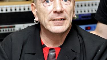 Johnny Rotten i et radiostudie i år. Hans tænder er ikke lige så rådne, som dengang de gav ham tilnavnet 'Rotten', men der er stadig et stort mellemrum i overmunden.