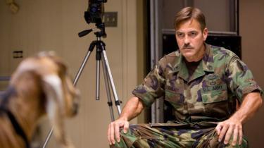 George Clooney stråler i rollen som soldat, der slås med tankens kraft, i Grant Heslows underholdende 'The Men Who Stare at Goats'